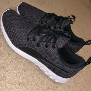 Black Puma Athletic Shoe Size 11